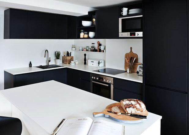 matt schwarze kchen moderne kchen schwarze wnde holzschrnke - Matt Schwarze Kchen