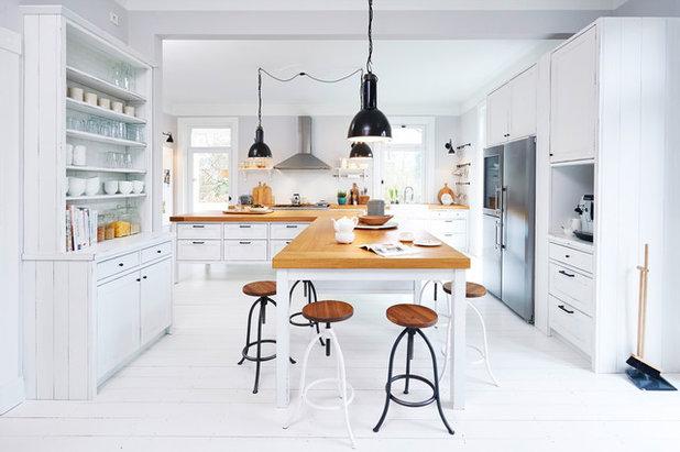 Landhausstil Küche by OPEN RUUM