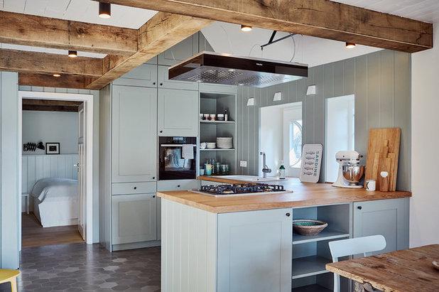 Farmhouse Kitchen by grotheer architektur