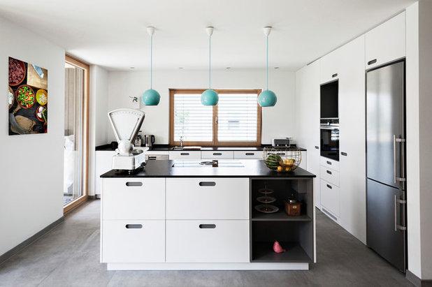 Eine Neubauküche Mit Geheimer Speisekammer