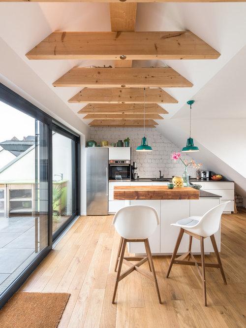 Skandinavische Küchen mit Laminat-Arbeitsplatte Ideen, Design ...