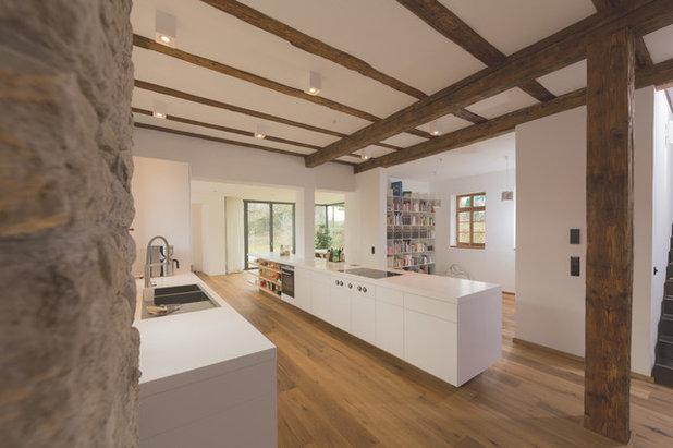Rustikal Küche by Morber Jennerich Architekten
