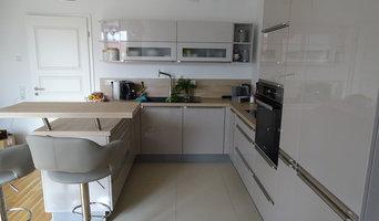 Küche in modernem Stil mit Bar