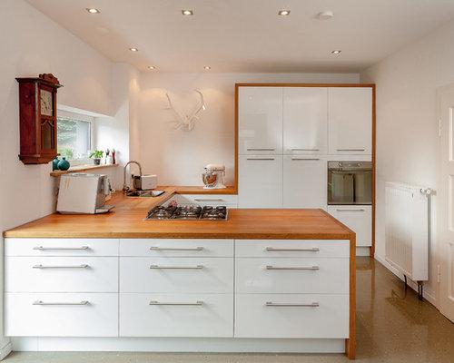 Mittelgroße Moderne Wohnküche In U Form Mit Einbauwaschbecken,  Flächenbündigen Schrankfronten, Weißen Schränken,