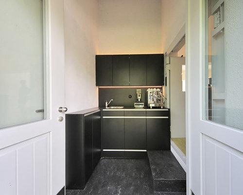Offene kleine industrial küche ohne insel in l form mit integriertem waschbecken flächenbündigen
