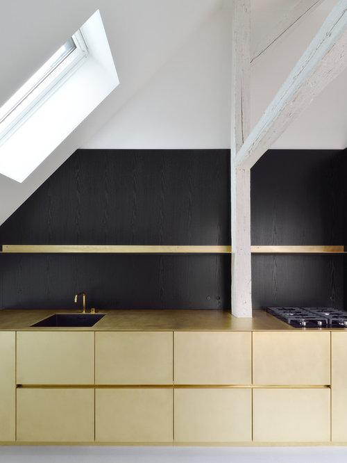 Küchen mit Küchenrückwand in Schwarz und Betonboden Ideen