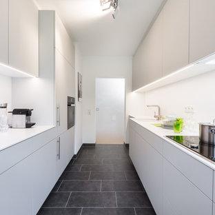 Schon Mid Sized Modern Enclosed Kitchen Appliance   Enclosed Kitchen   Mid Sized  Modern Galley. Save Photo. Küche Mit Corian Arbeitsplatte