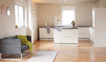 Küche mit Cubiqz-Möbeln versehen und sogar mit einer Kochinsel