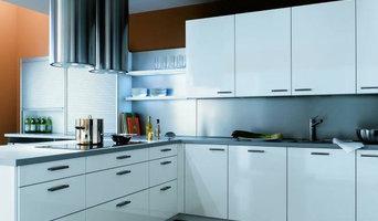 Küche mit Designer Abzugshaube