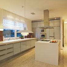 Eßzimmer mit Raumteiler zur Küche - Modern - Esszimmer ...