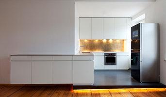 Küche nach Maß mit Messing