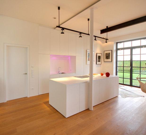 Modern Küche by Planungsbüro Schilling | Architektur
