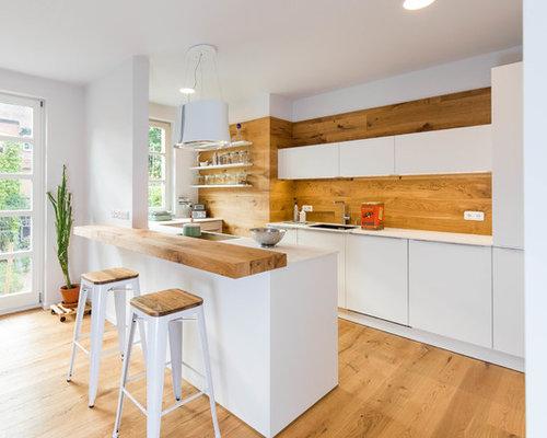 Offene, Mittelgroße Skandinavische Küche In U Form Mit Integriertem  Waschbecken, Flächenbündigen Schrankfronten,