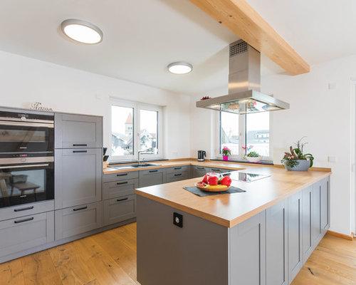 Offene, Mittelgroße Landhausstil Küche In U Form Mit Einbauwaschbecken,  Schrankfronten Mit Vertiefter Füllung
