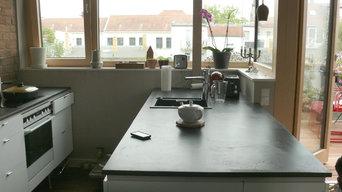 Küchenarbeitsplatten in tiefschwarz, über den Dächern von Leipzig