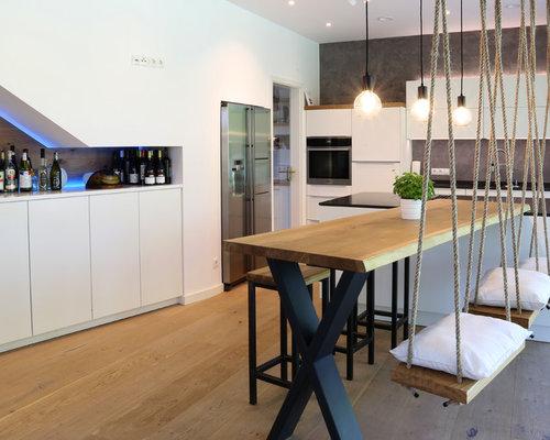 Offene, Große Moderne Küche In L Form Mit Flächenbündigen Schrankfronten, Weißen  Schränken,