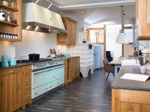 Eine Landhausküche Für Einen Langen Schmalen Raum ...