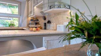 Landhausküche weiß, rustikal, Naturstein