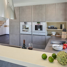 Contemporary Kitchen by Lopez-Fotodesign