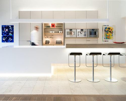 Küchen mit grauen Schränken und Travertin-Boden - Ideen & Bilder ...
