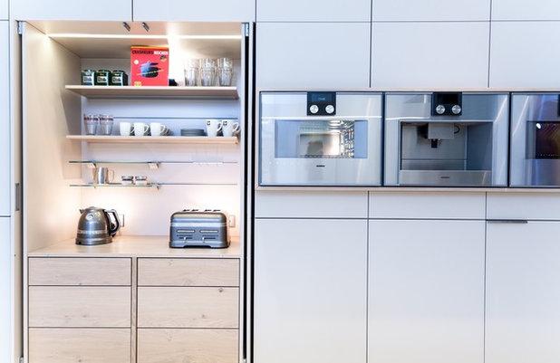 Modern Küche by KLOCKE Interieur Möbelwerkstätte GmbH