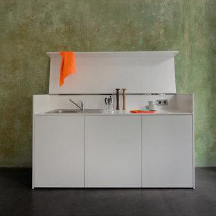 Ispirazione per una piccola cucina lineare contemporanea con pavimento grigio
