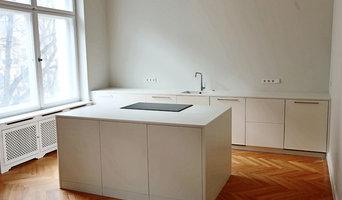Minimalistische weiße Küche in Corian