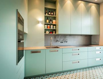Mint! Eggersmann Küche RAL lackiert mit Arbeitsplatte und Rückwand aus Edelstahl