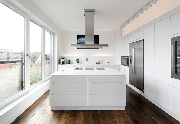 コンテンポラリー キッチン by Weinkath GmbH