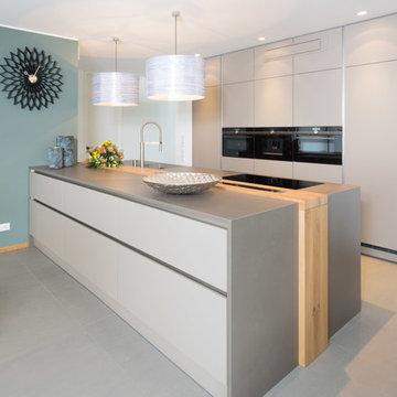 moderne Küche mit griffloser Front