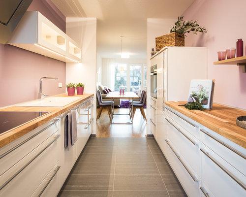 zweizeilige k chen mit k chenr ckwand in rosa ideen. Black Bedroom Furniture Sets. Home Design Ideas