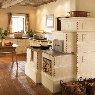 Wunderbar Offene, Mittelgroße Country Küche Ohne Insel In L Form Mit Integriertem  Waschbecken, Schrankfronten
