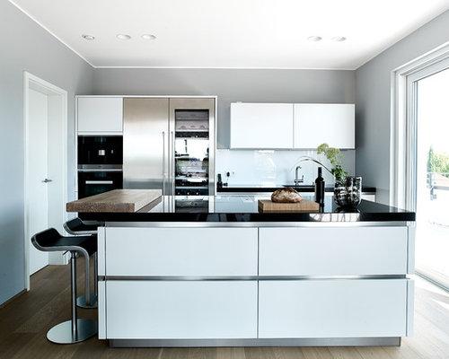 Küchen mit Glasrückwand und weißen Schränken Ideen, Design & Bilder ...