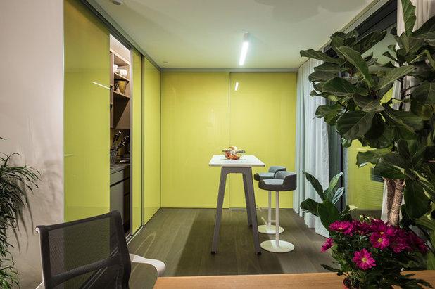 Modern Küche by Mannsperger Möbel + Raumdesign