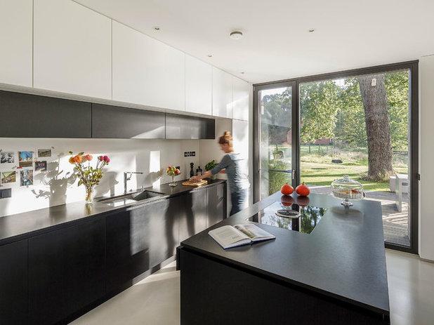 Modern Küche by Fotografie Frank Schoepgens