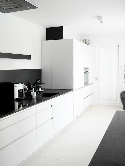 k chen mit wei en schr nken und integriertem waschbecken ideen bilder. Black Bedroom Furniture Sets. Home Design Ideas