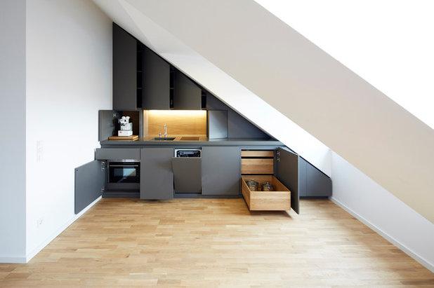 angewandte geometrie unterm dach eine k che nach. Black Bedroom Furniture Sets. Home Design Ideas