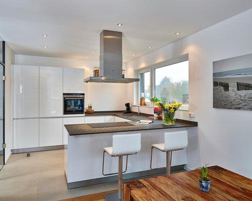 Mittelgroße Moderne Wohnküche In U Form Mit Unterbauwaschbecken,  Flächenbündigen Schrankfronten, Edelstahlfronten, Küchengeräten