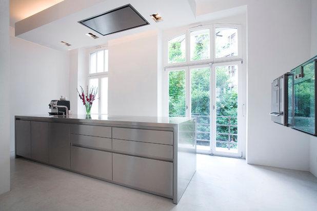 Modern Küche by bulthaup bonn an der uni modelsee GmbH