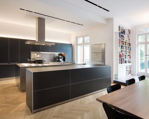 Küchen mit Edelstahl-Arbeitsplatte und zwei Kücheninseln Ideen ...