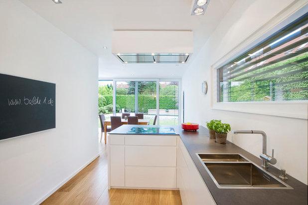 Contemporary Kitchen by Bettina Wittenberg Innenarchitektur stylingroom
