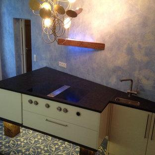 Schwebende Küche im alten Gutshaus