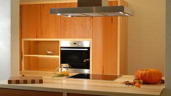Schwebende Küche in Ahorn & Birnbaum