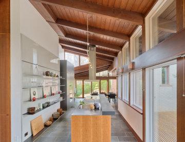Um- und Innenausbau des Wohn-, Küchen und Arbeitsbereichs eines Bungalows