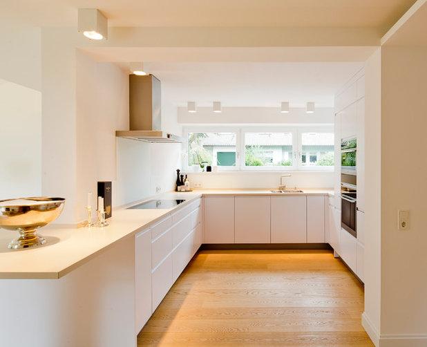 Modern Küche by Ferreira | Verfürth Architekten