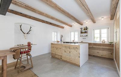 Urig und modern: Neue Wohnküche aus alten Dielen in Oberbayern