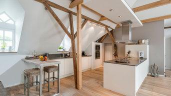weiße moderne Küche Dachboden