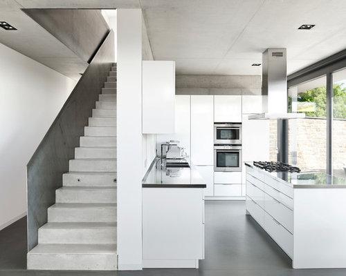 geschlossene k chen mit edelstahl arbeitsplatte ideen bilder. Black Bedroom Furniture Sets. Home Design Ideas