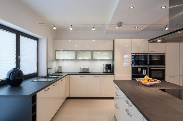 Modern Küche by SK innenarchitektur