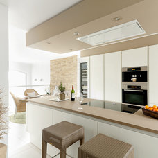 Contemporary Kitchen by raum.atelier